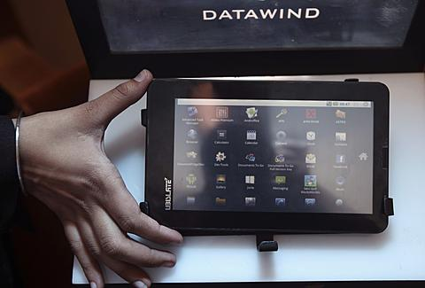 India-made-World-Cheapest-Tablet-Computer
